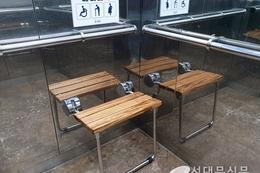 복지시설 등의 승강기에 배려의자 설치